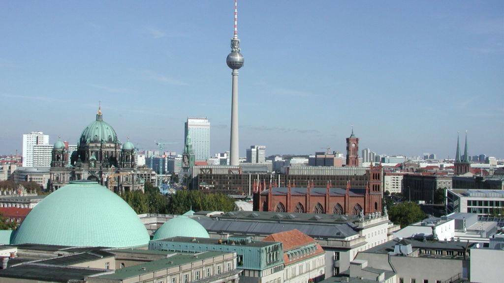 Genießen Sie den Blick auf den Fernsehturm in Berlin