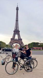 """""""Unser Tipp in Paris ist eine Sightseeing- Tour mit dem Fahrrad durch die Innenstadt von Paris. Dabei darf der Eiffelturm natürlich nicht fehlen."""""""
