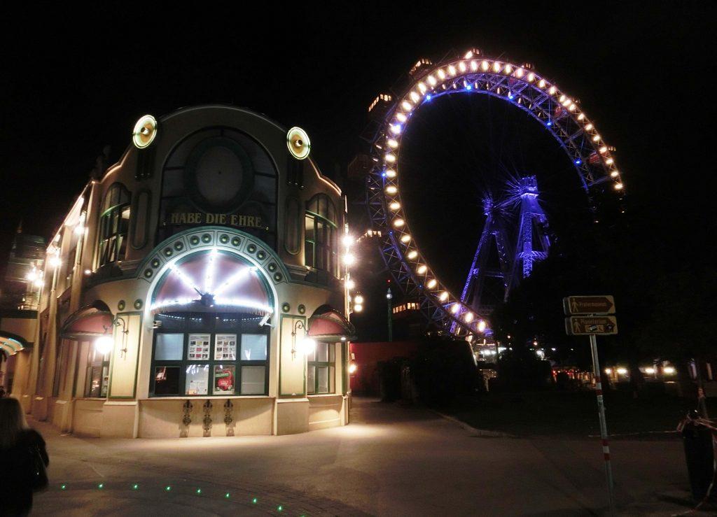 Blick auf den Prater am Abend in Wien