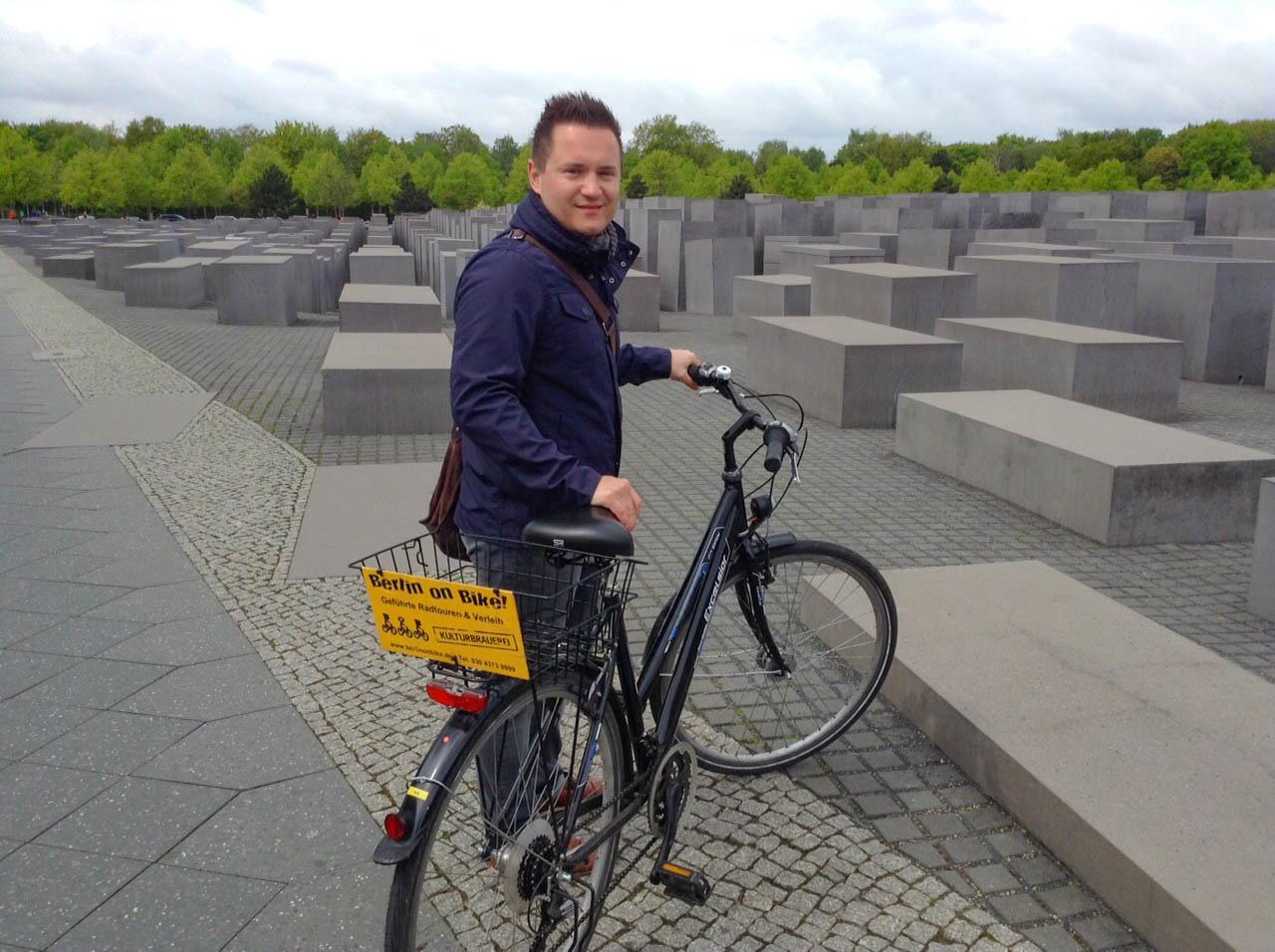 Unser Reiseexperte Philipp entdeckt die Sehenswürdigkeiten mit dem Fahrrad in Berlin.