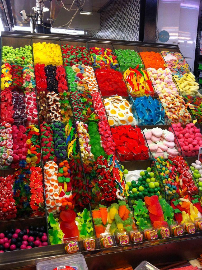 Ein Traum für Schüler – ein Süßigkeitenstand in La Boqueria