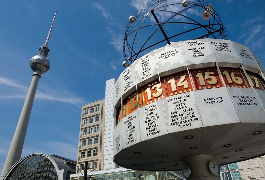Blick auf den Alexanderplatz und den Fernsehturm in Berlin