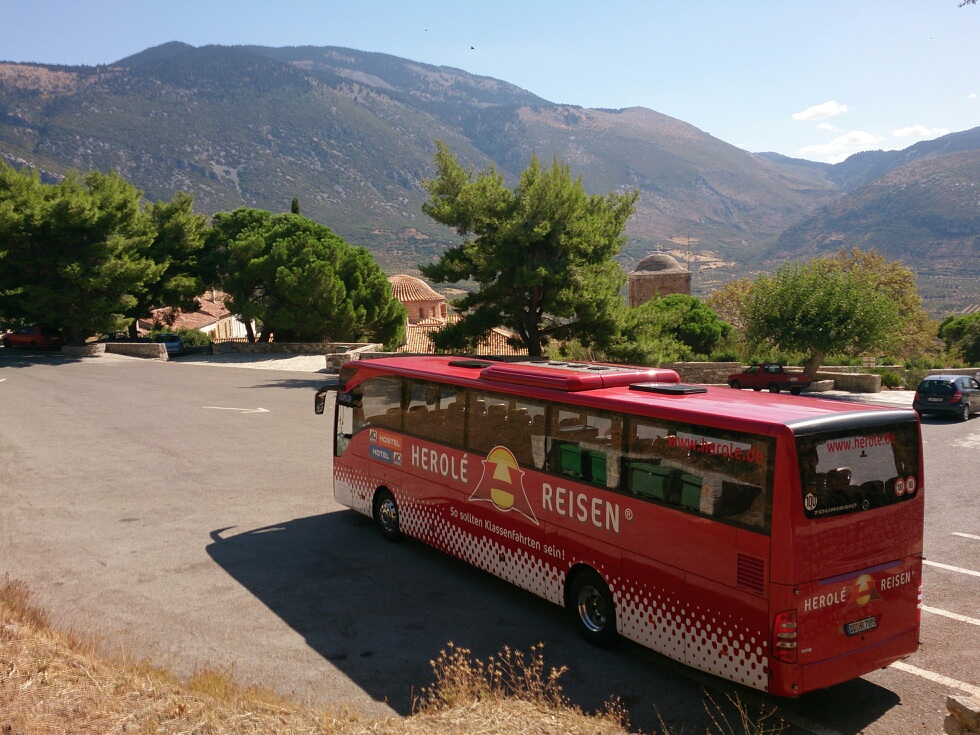 Die Anreise mit dem Bus ist nur bequem sondern auch sehr nützlich, wenn man für Auflüge vor Ort einen Bus zur Besichtigung benötigt