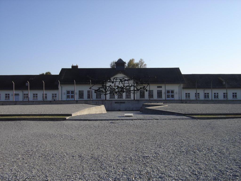 Blick auf den Appellplatz des KZs Dachau