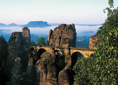 Blick auf die atemberaubende Bastei in der Sächsischen Schweiz