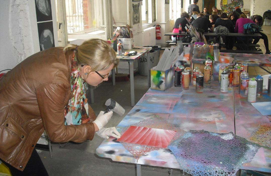Beatrice beim Graffitti Workshop