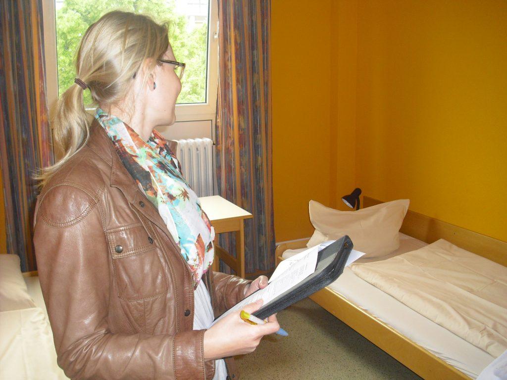 Unsere Reiseexpertin Beatrice überprüft die Zimmer