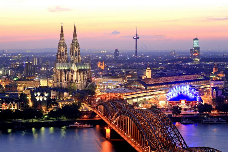 Erleben Sie auch die wunderschöne Stadt Köln am Abend
