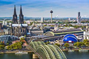 Blick aus der Luft auf den Kölner Dom