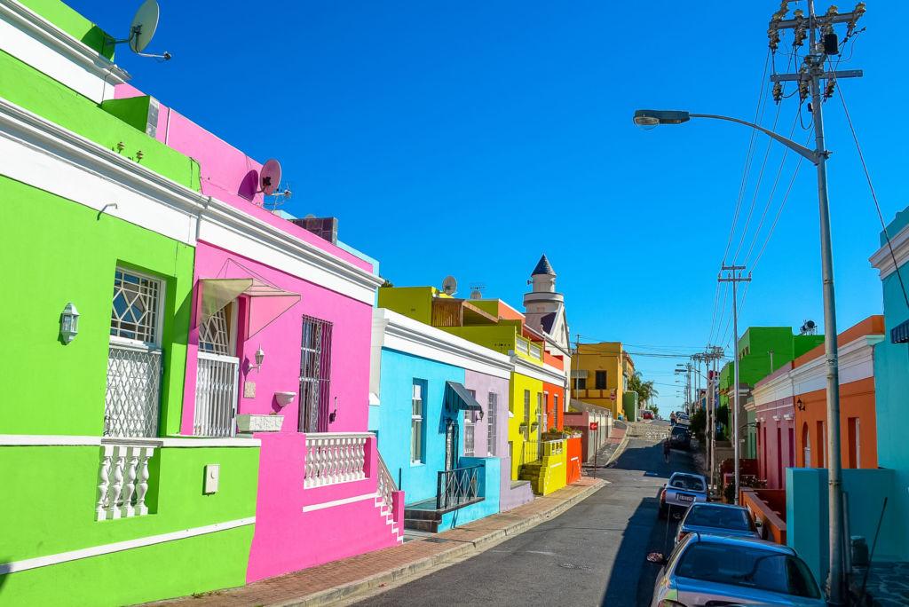 Blick auf die bunt-angemalten Häuser in Kapstadt