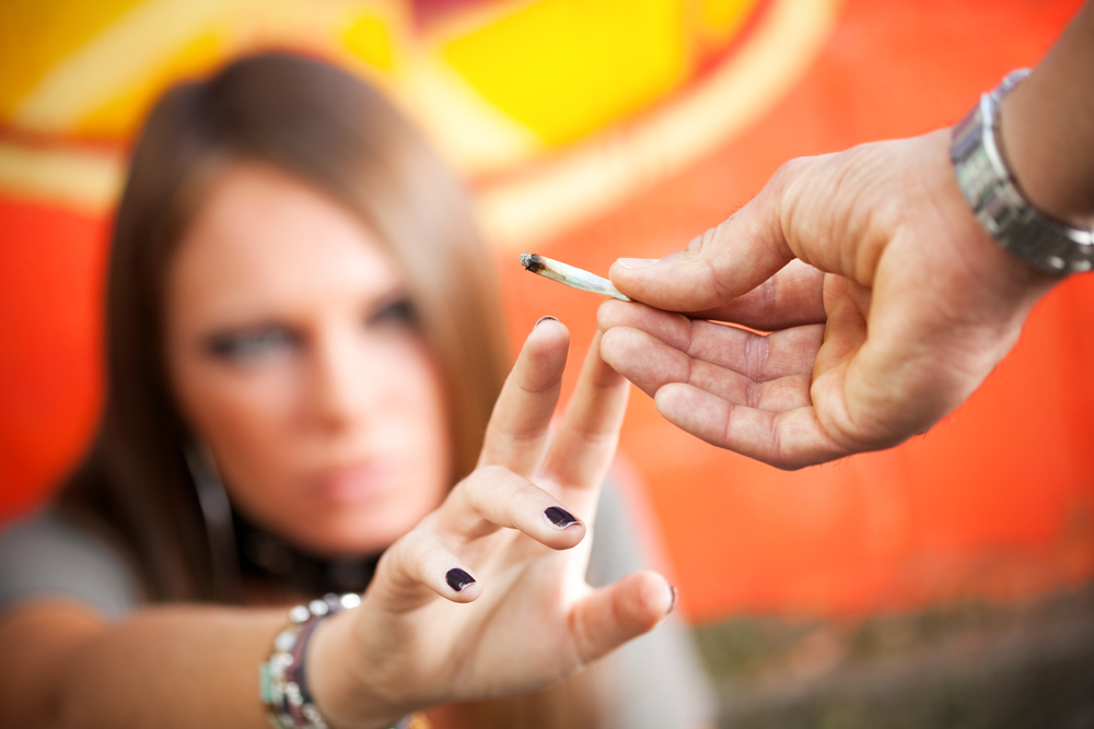 Wenn auf Klassenfahrt gekifft wird, ist das oft ein Zeichen dafür, dass auch zuhause Cannabis konsumiert wird.