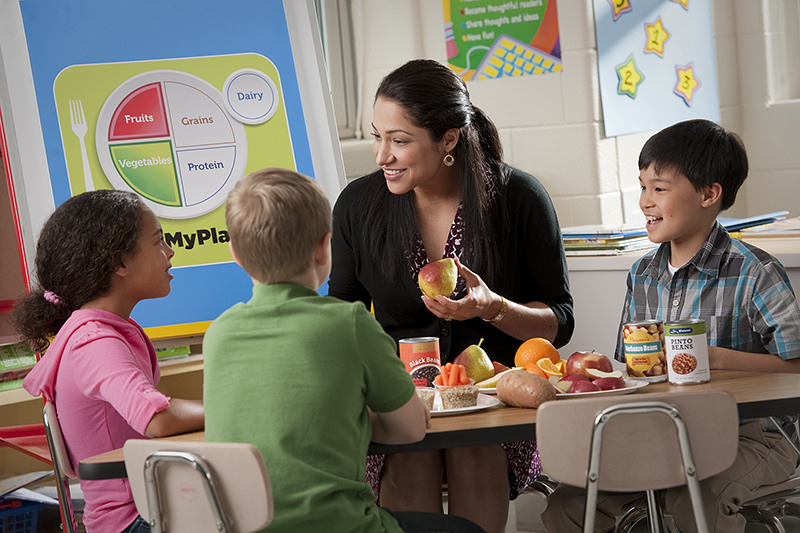 Die BZgA bietet Unterrichtsmaterialien und um die Themen Gesundheit und Ernährung