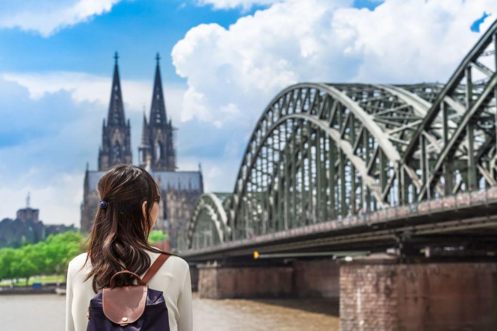 Unterwegs nach Köln: Tipps zur An- und Abreise