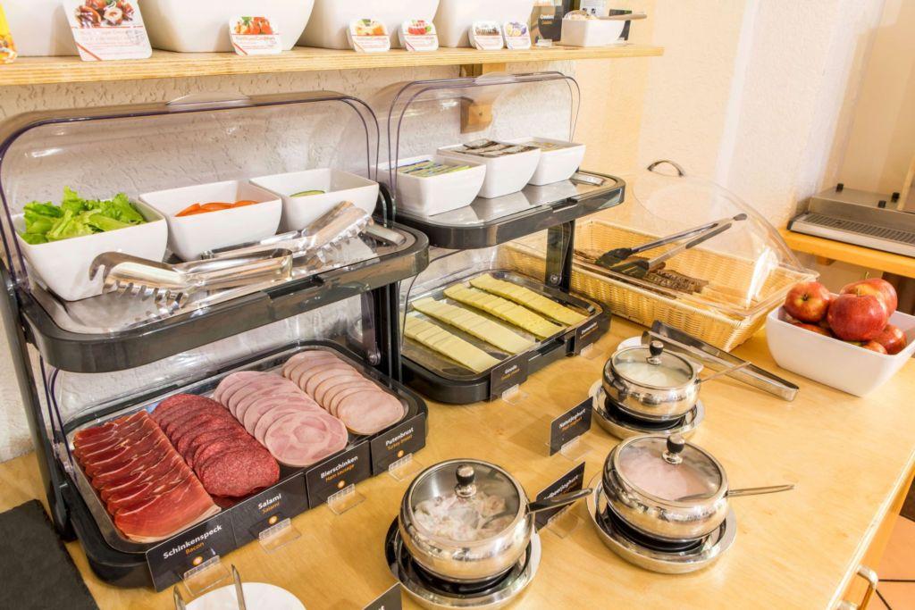 Eindrücke vom Frühstücksbuffet im a&o Köln-Neumarkt