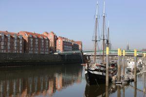 Blick auf den Hafen in Bremen