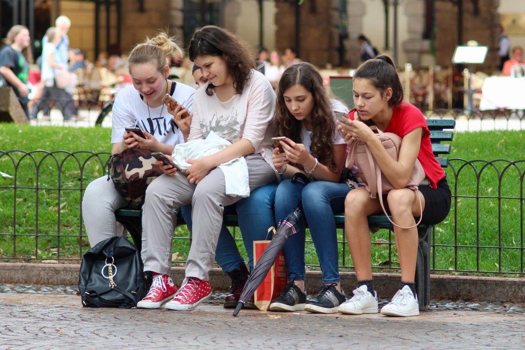 Helfen Sie Ihrer Klasse, inmitten all der Online-Meldungen den Überblick zu behalten.
