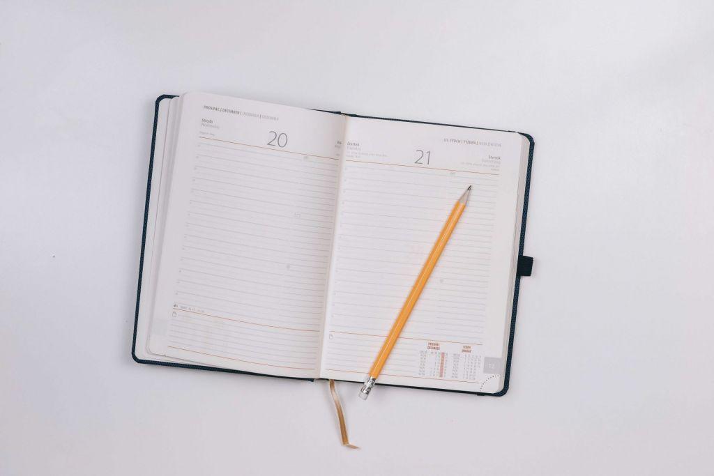 Warum bin ich unzufrieden? Ein Tagebuch kann Klarheit bringen.