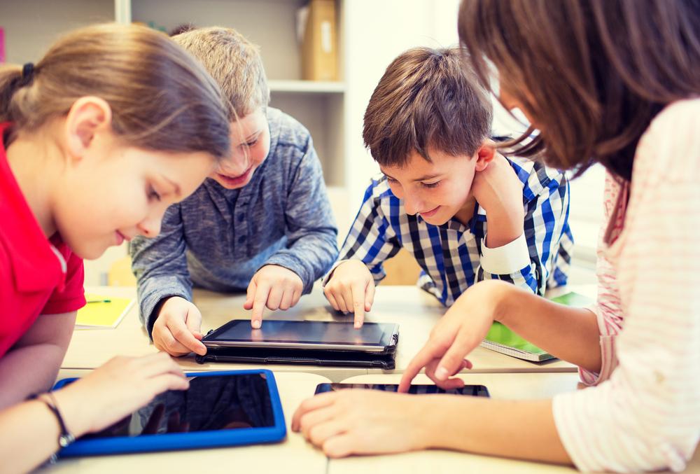 Mit Apps können Kinder und Jugendliche ihr Wissen gezielt erweitern und zum Beispiel Vokabeln lernen.