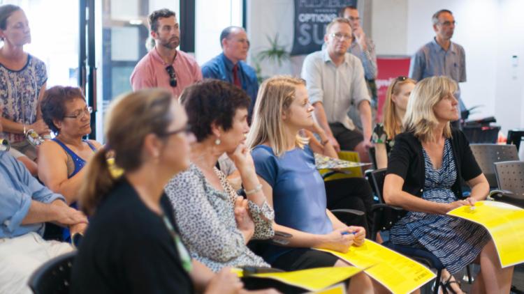 Bei Fortbildungen können sich Lehrer austauschen und über neueste pädagogische Methoden informieren.