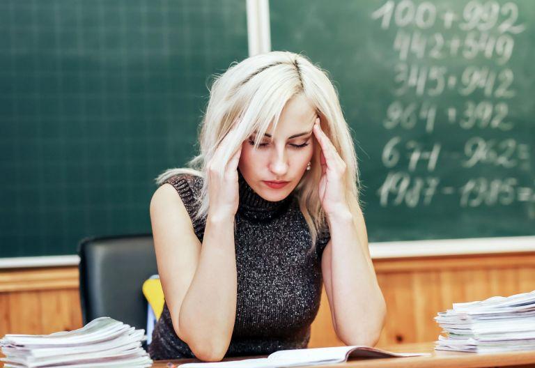 An vielen Schulen sind die Lehrer überlastet und häufen Überstunden an.