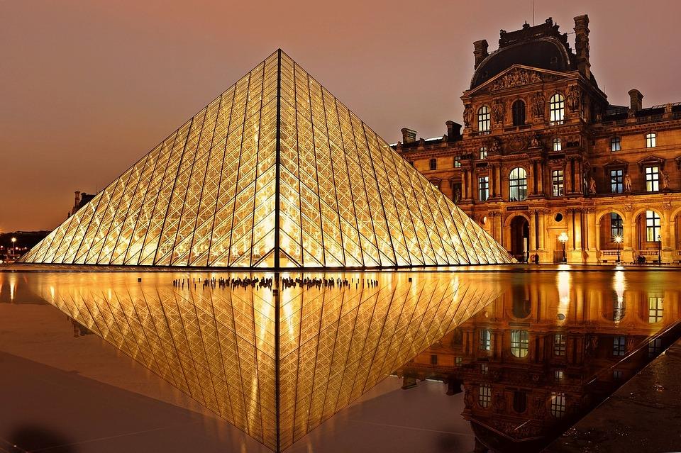 Kostenlos: Das Musée du Louvre ist ein architektonisches Highlight und für Schüler kostenlos.