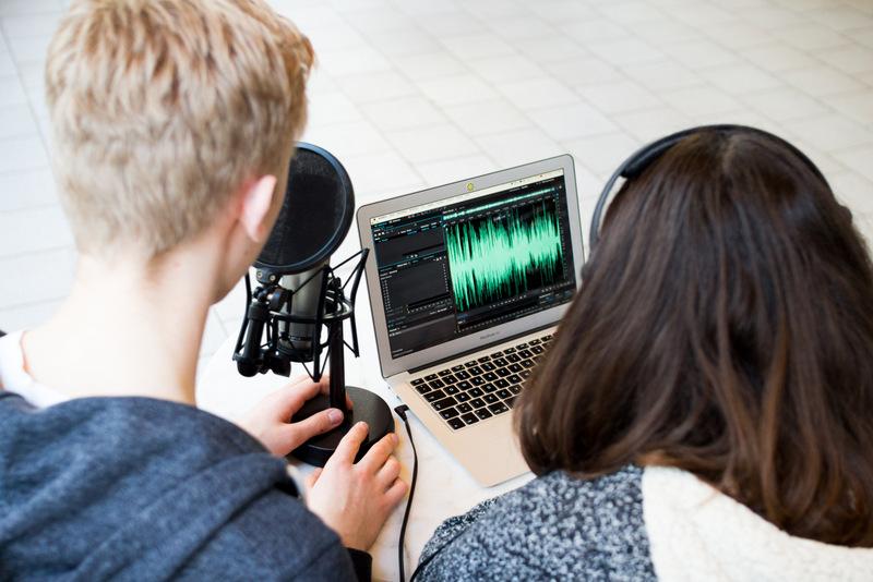 Medieninteressierte Jugendliche bei einem Workshop in Köln