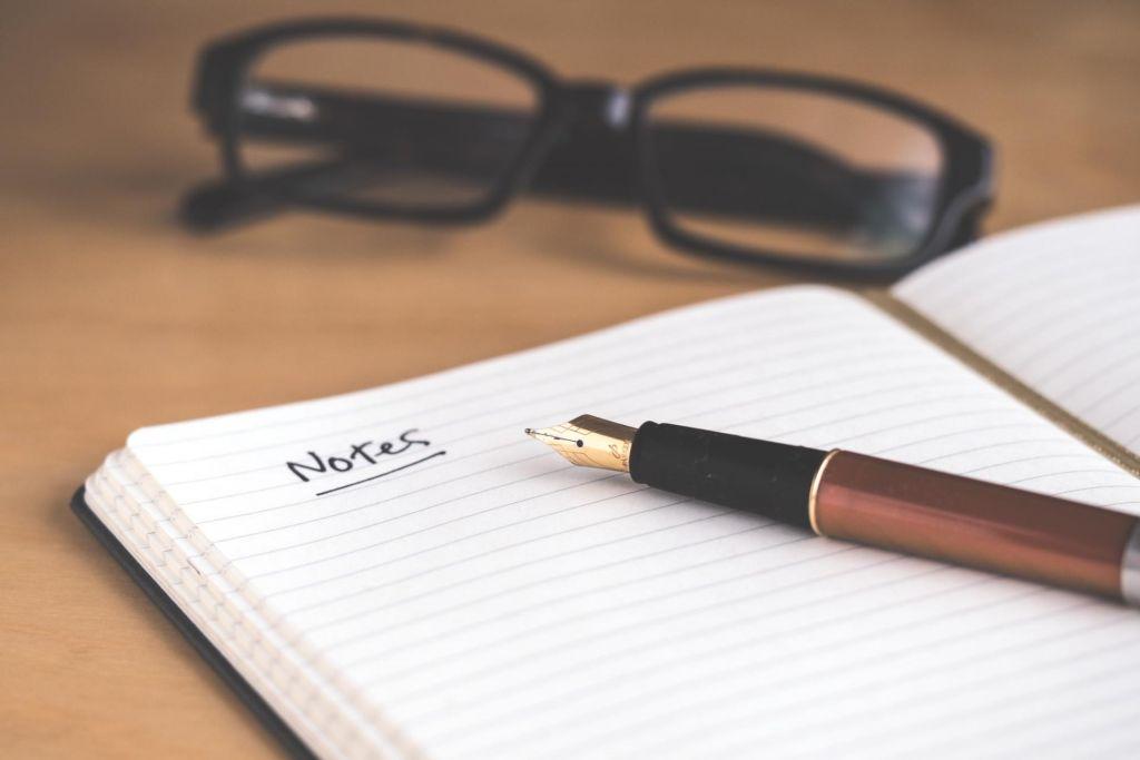 Notizen helfen, auch bei Folgegesprächen noch alles im Gedächtnis zu haben.