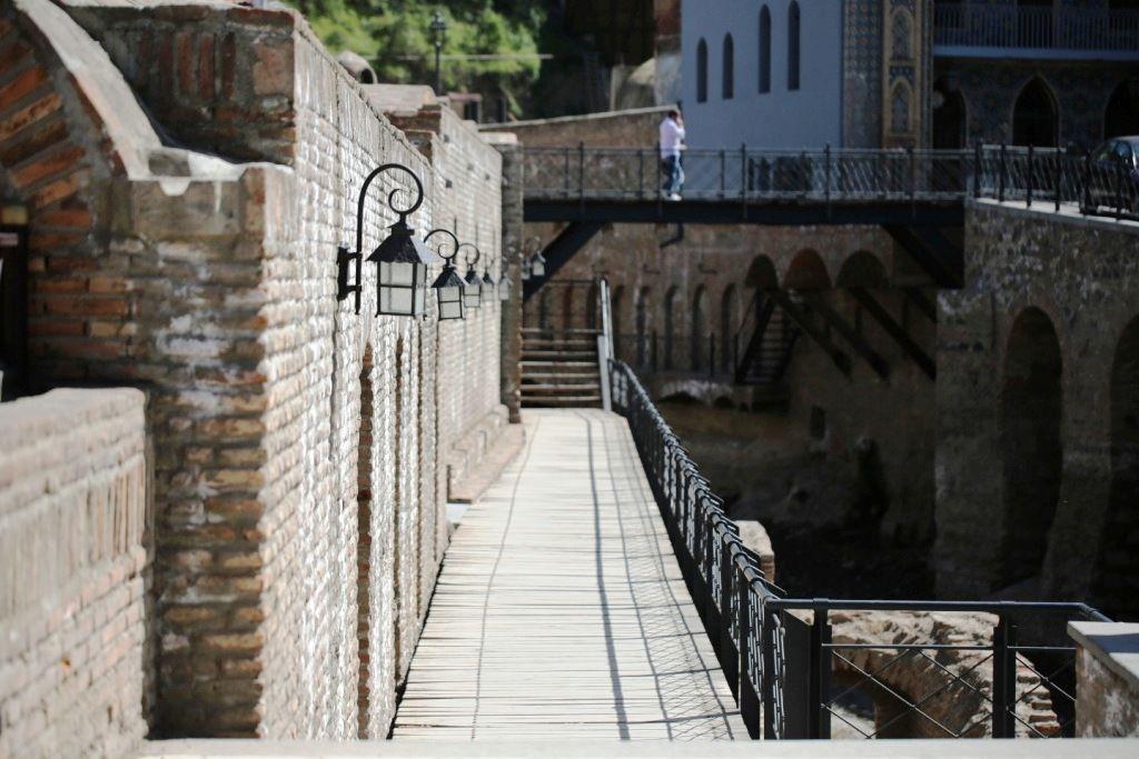 Steg an der Stadtmauer der Altstadt von Tiflis