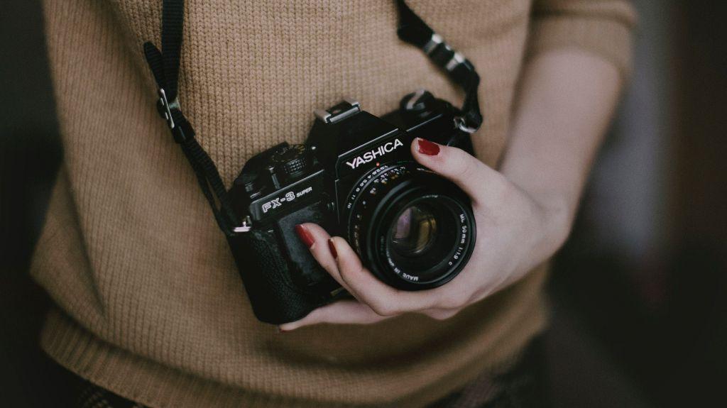 Viele Familien besitzen mittlerweile hochwertige Kameras. Klärt ab, welche Familien während der Feier Schnappschüsse machen können.