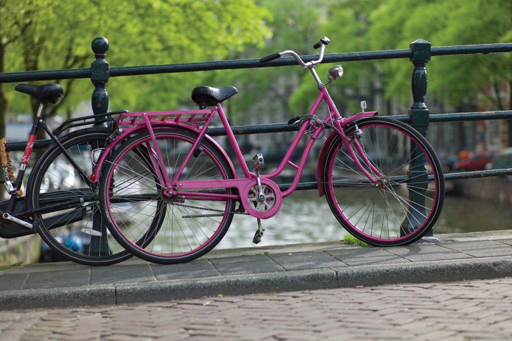 Romantisch: Dank vieler Grachten überzeugt die niederländische Hauptstadt mit einem besonderen Charme.