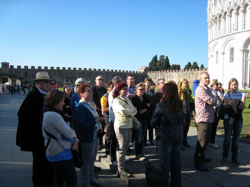 Lehrer bei einer Exkursion in Pisa. Bisher verzichteten Lehrer oft auf die vollständige Erstattung ihrer Reisekosten.