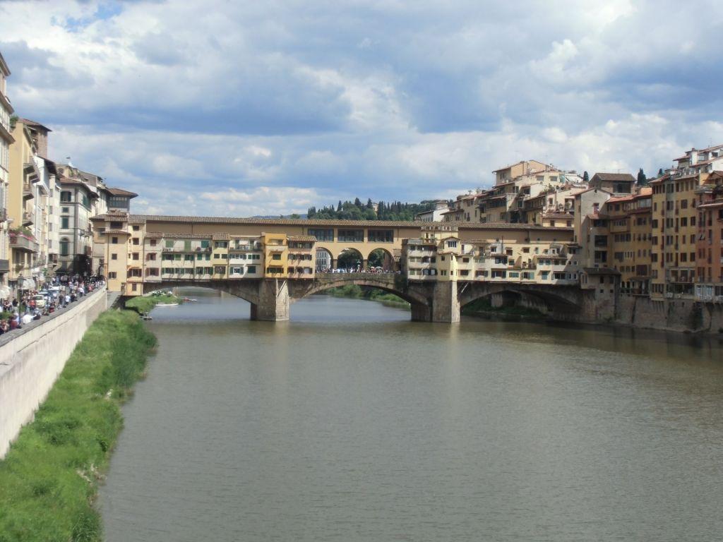 Die Ponte Vecchio in Florenz ist eine beliebte Sehenswürdigkeit auf Klassenfahrt.