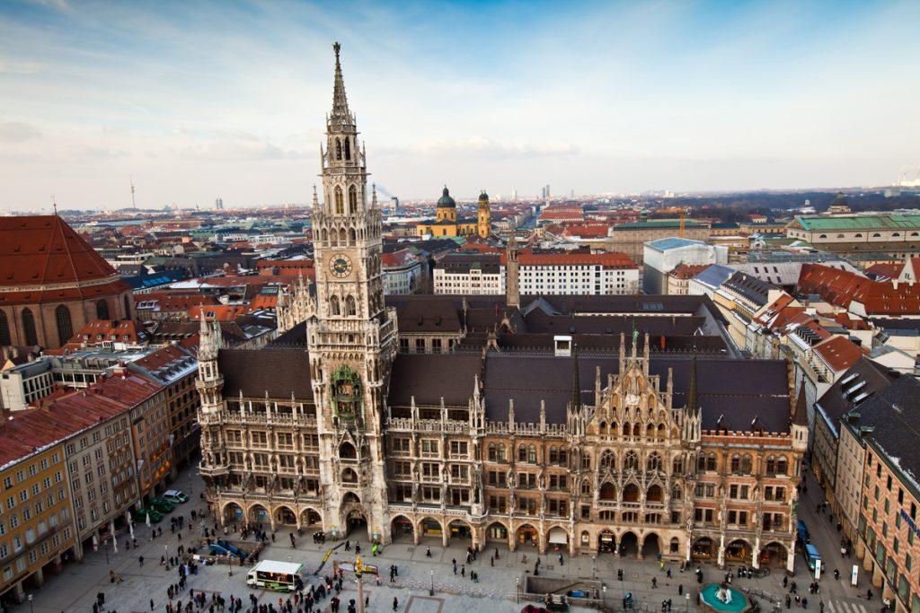 Blick auf die Außenansicht des Rathauses in München