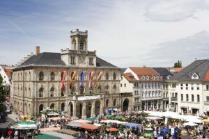 Blick auf das Rathaus in Weimar