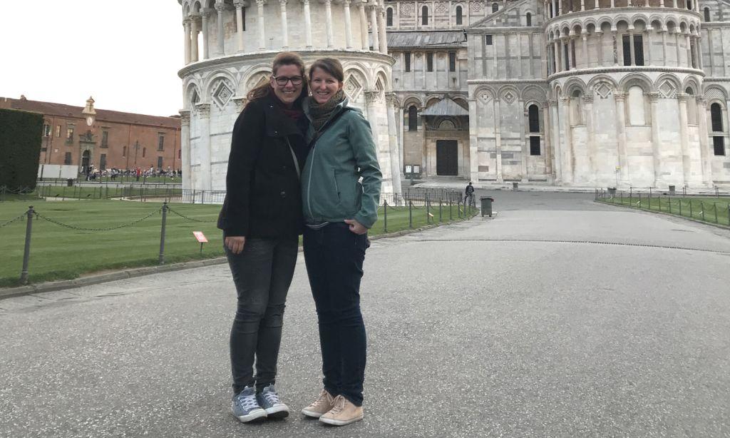 Unsere Reiseexpertinnen Caroline und Wencke sind vom schiefen Turm in Pisa begeistert und können Ihnen einen Ausflug dort hin auf Klassenfahrt in die Toskana empfehlen.