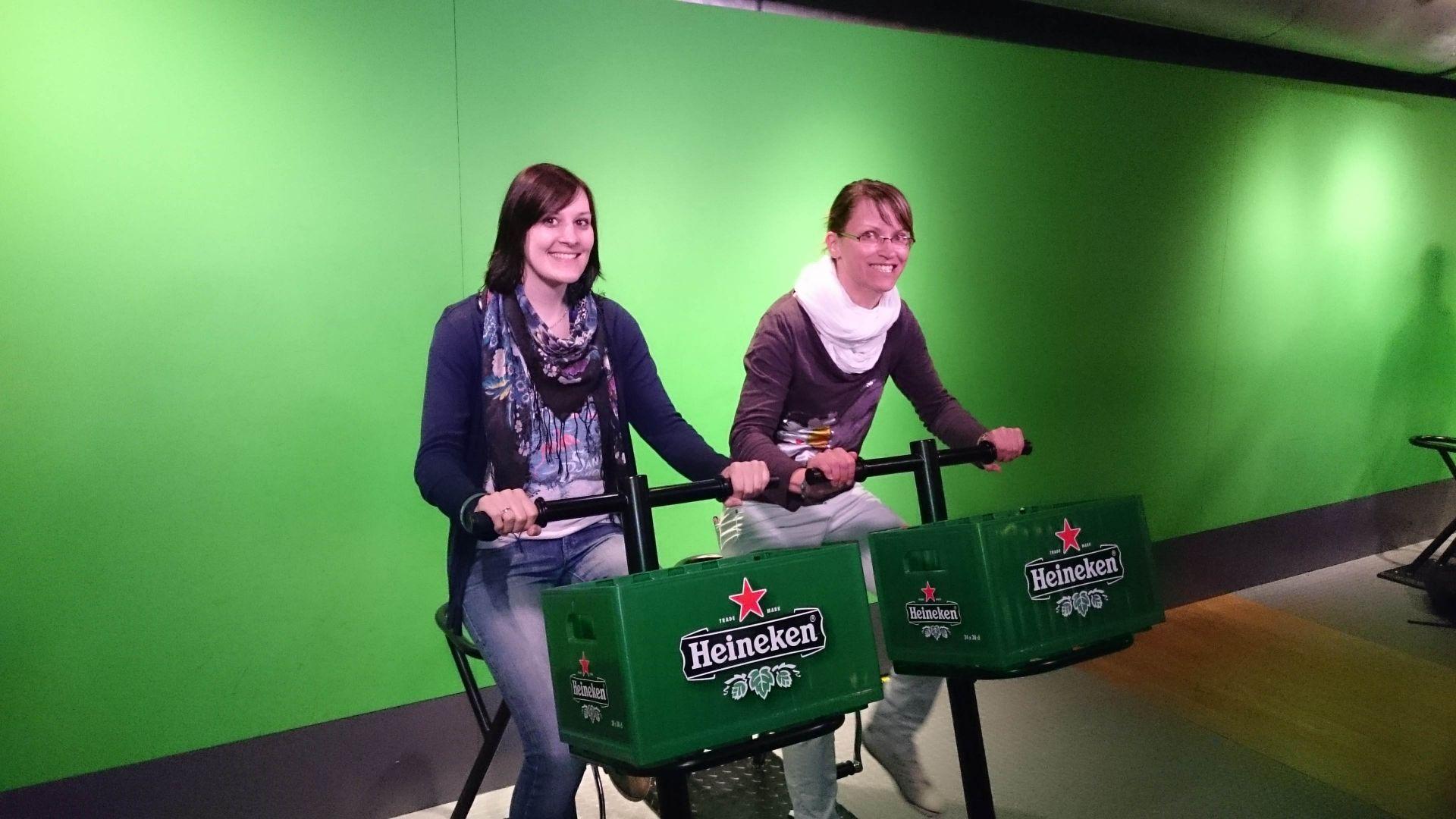 """Kristina und Doreen entdecken das """"Heineken Experience"""" in Amsterdam"""