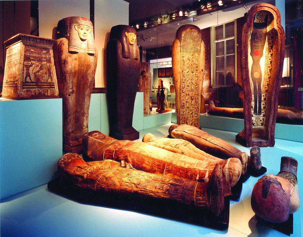Uralte Exponate im Rijksmuseum in Amsterdam