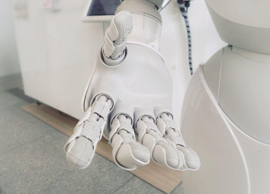 Mensch und Maschine sollten sich zukünftig die Hände reichen!