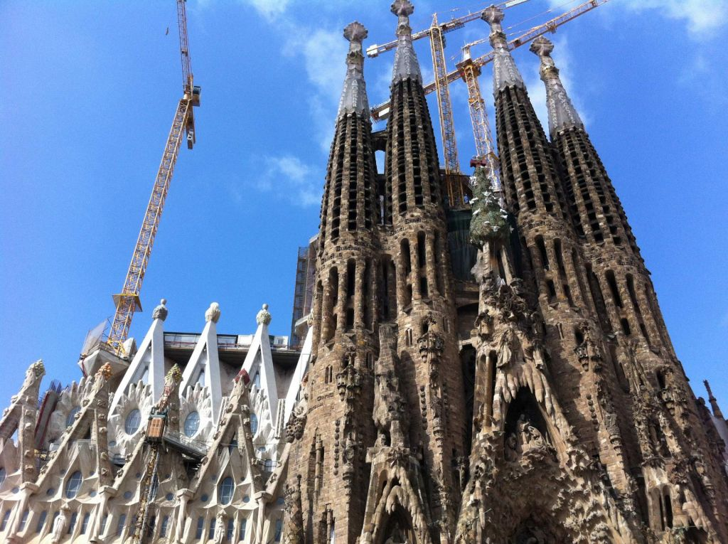 Gerade in katholischen Kirchen wie der Sagrada Familia in Barcelona sollten sich Schüler angemessen kleiden.