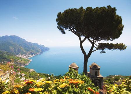 Blick auf eine wunderschöne Bucht in Kampanien