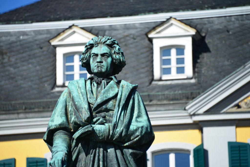 Beethoven Statue in Bonn vor dem alten Postamt