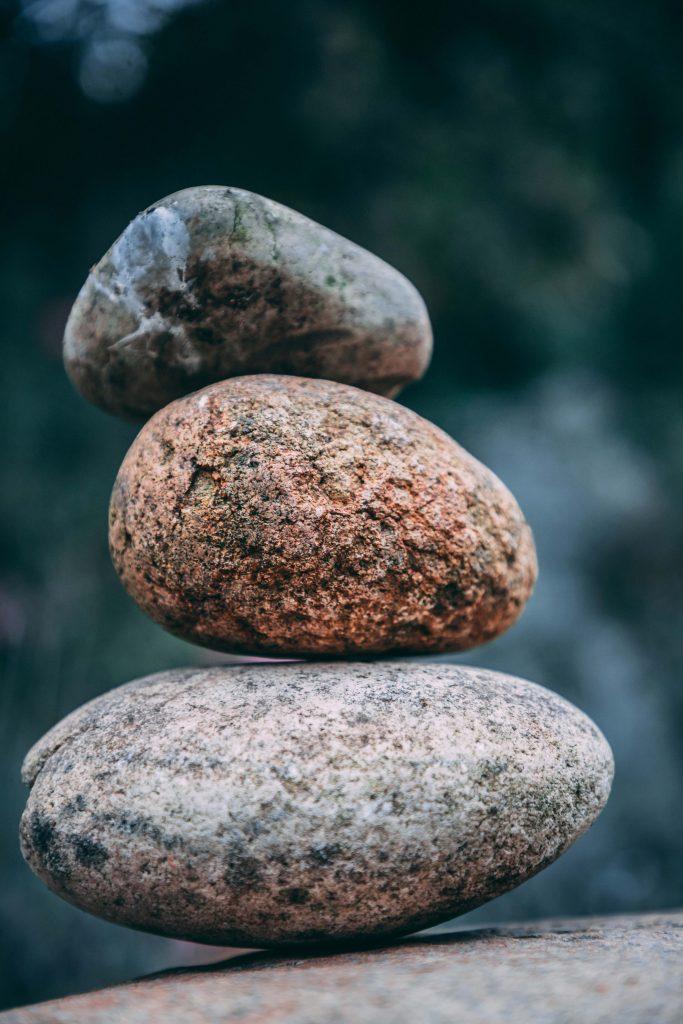 Stein auf Stein als Zeichen der Achtsamkeit