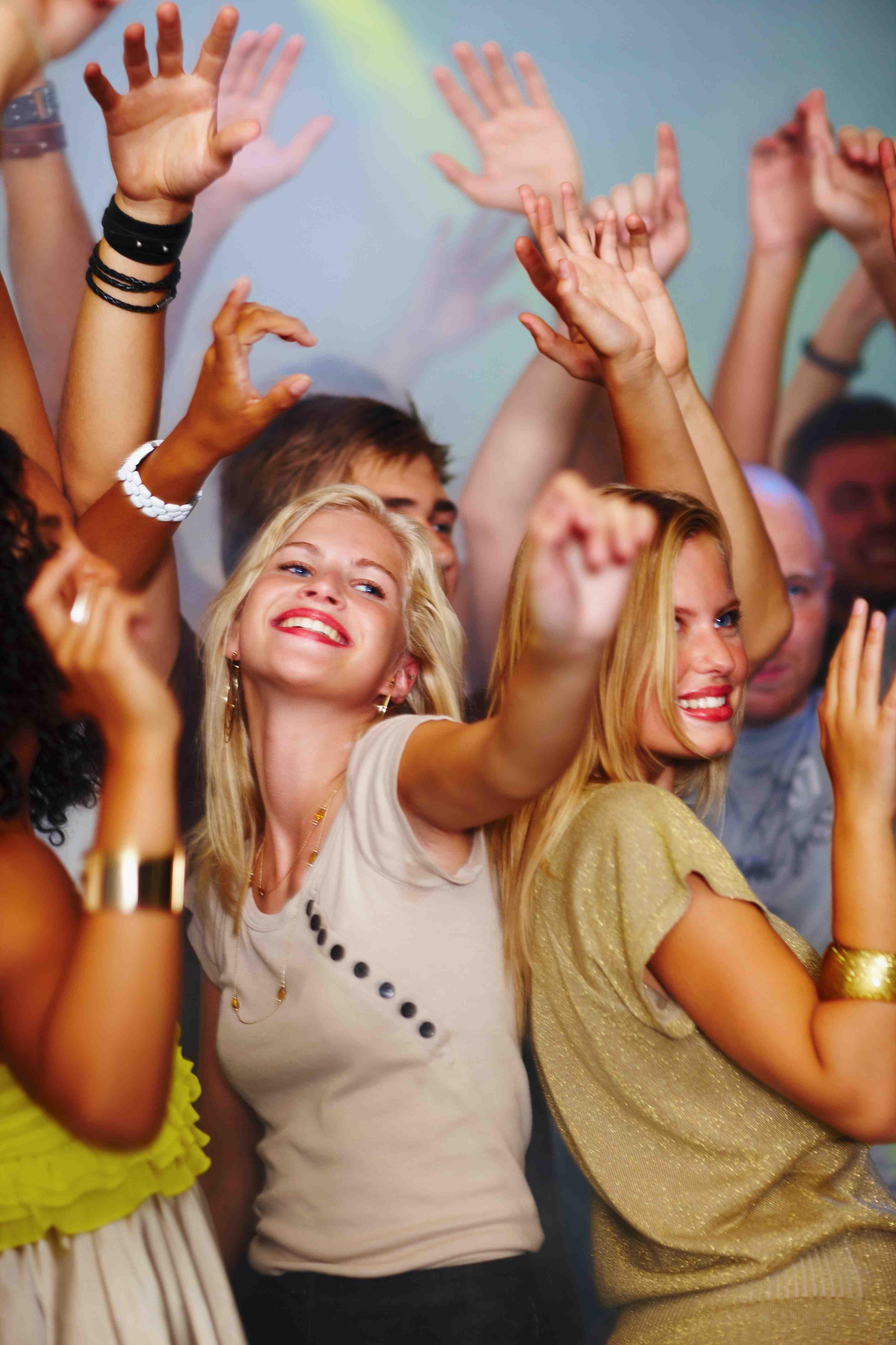 Tanzende Jugendliche_Klassenfahrt