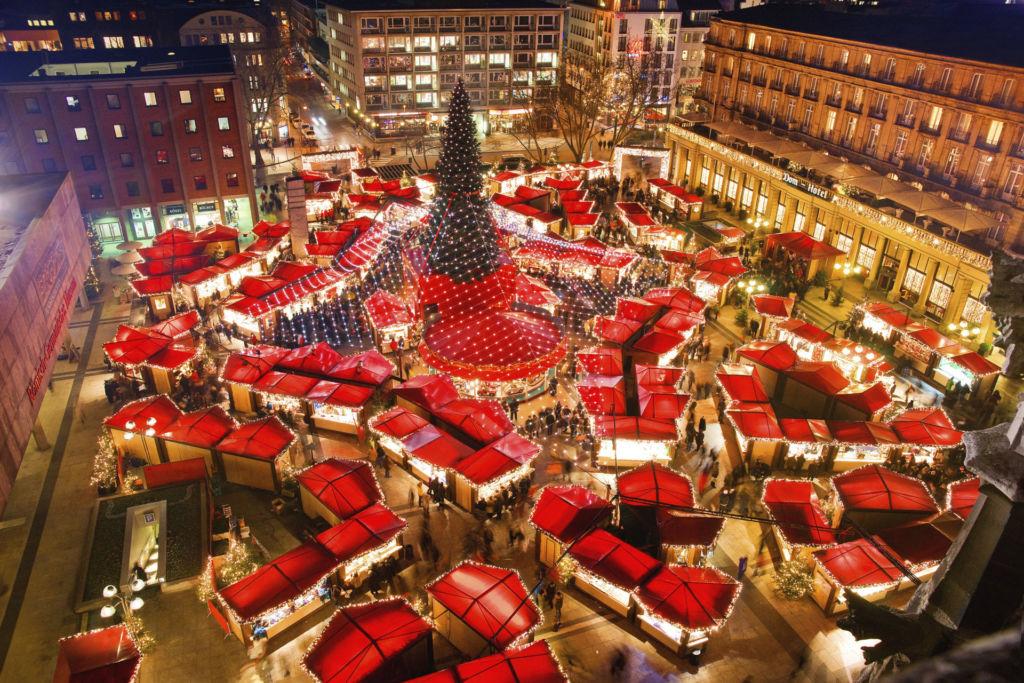 Blick auf den Weihnachtsmarkt in Köln